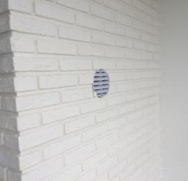 Монтаж бризера ТИОН 3С на балконную стену