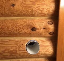 Предмонтажные работы в деревянном доме с использованием специальных коронок для последующего монтажа Бризера
